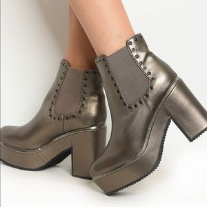 Trendy Pewter Colored Chunky Heeled Boots